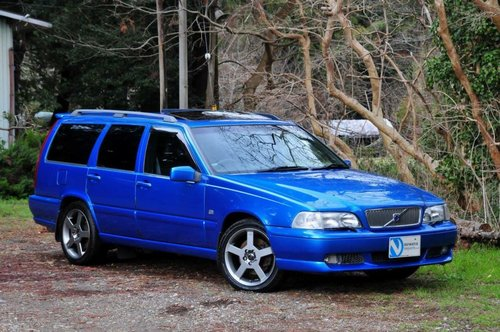 1999 Volvo V70R AWD Lazer Blue,62,477 miles from new SOLD (picture 1 of 6)