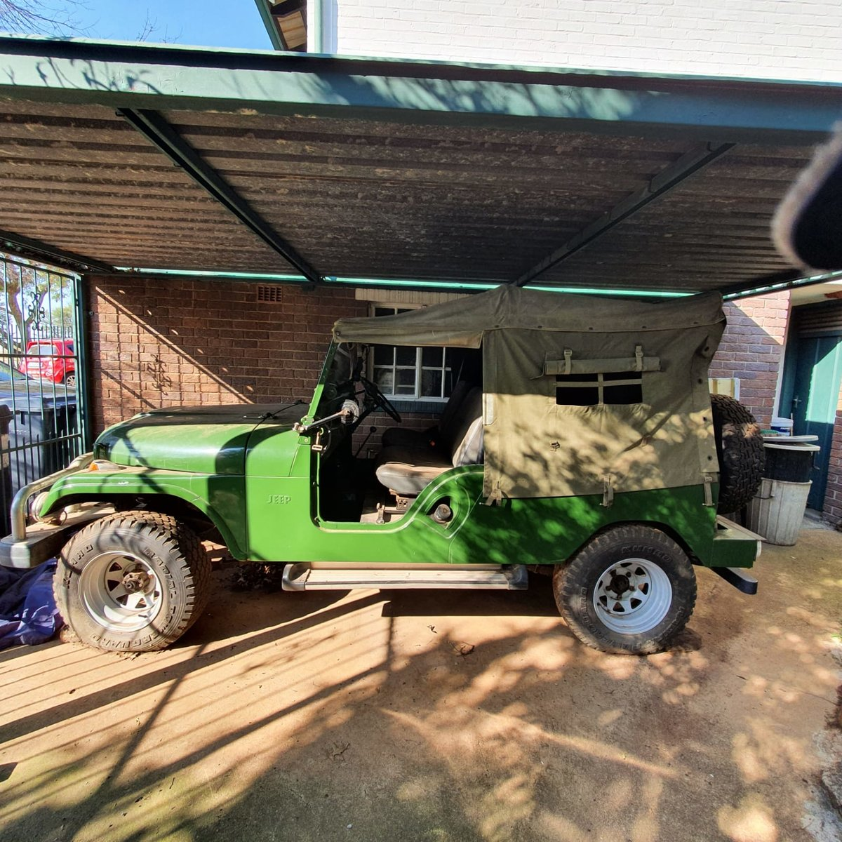 0000 Willy's Kaiser Jeep with front winch For Sale (picture 2 of 9)
