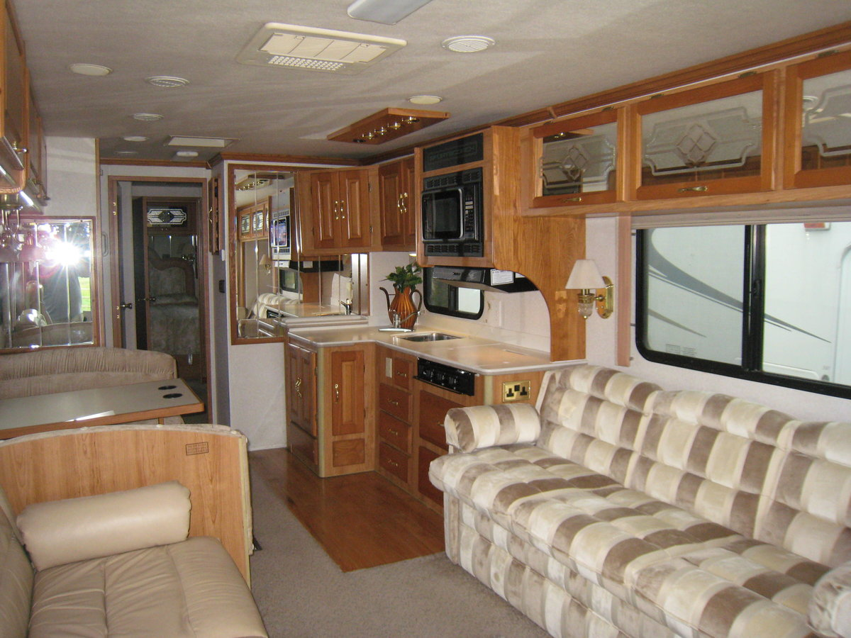 1999 American Motorhome diesel pusher 38ft Sportscoach For Sale (picture 2 of 6)