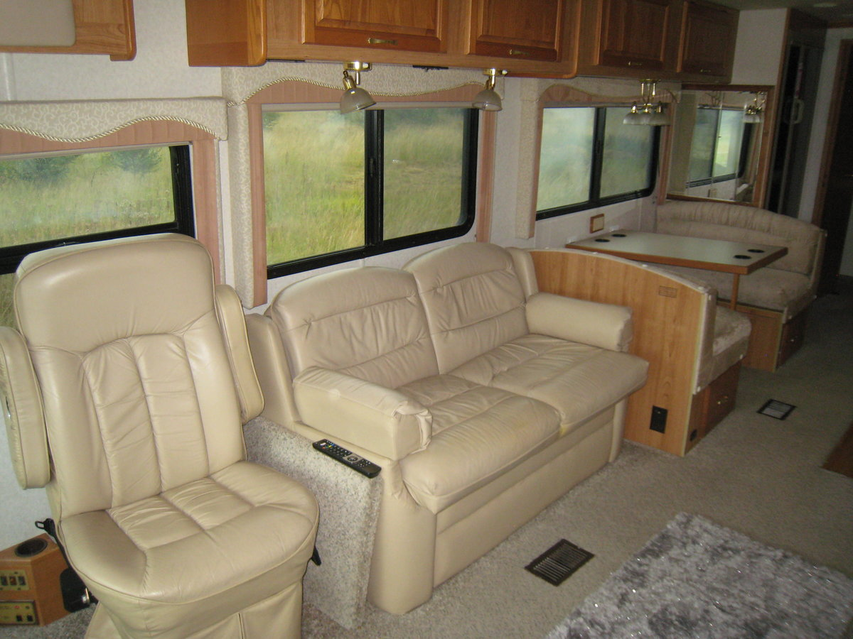 1999 American Motorhome diesel pusher 38ft Sportscoach For Sale (picture 3 of 6)