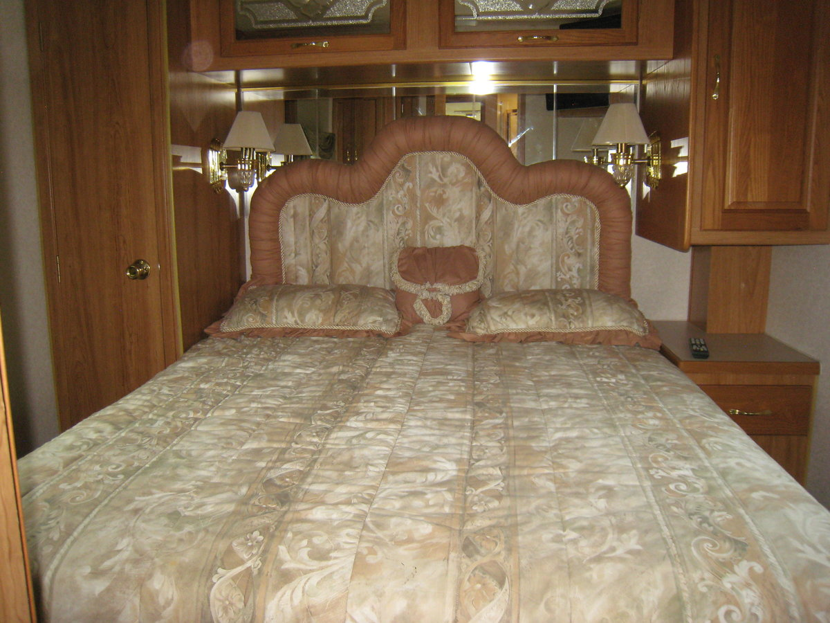 1999 American Motorhome diesel pusher 38ft Sportscoach For Sale (picture 4 of 6)