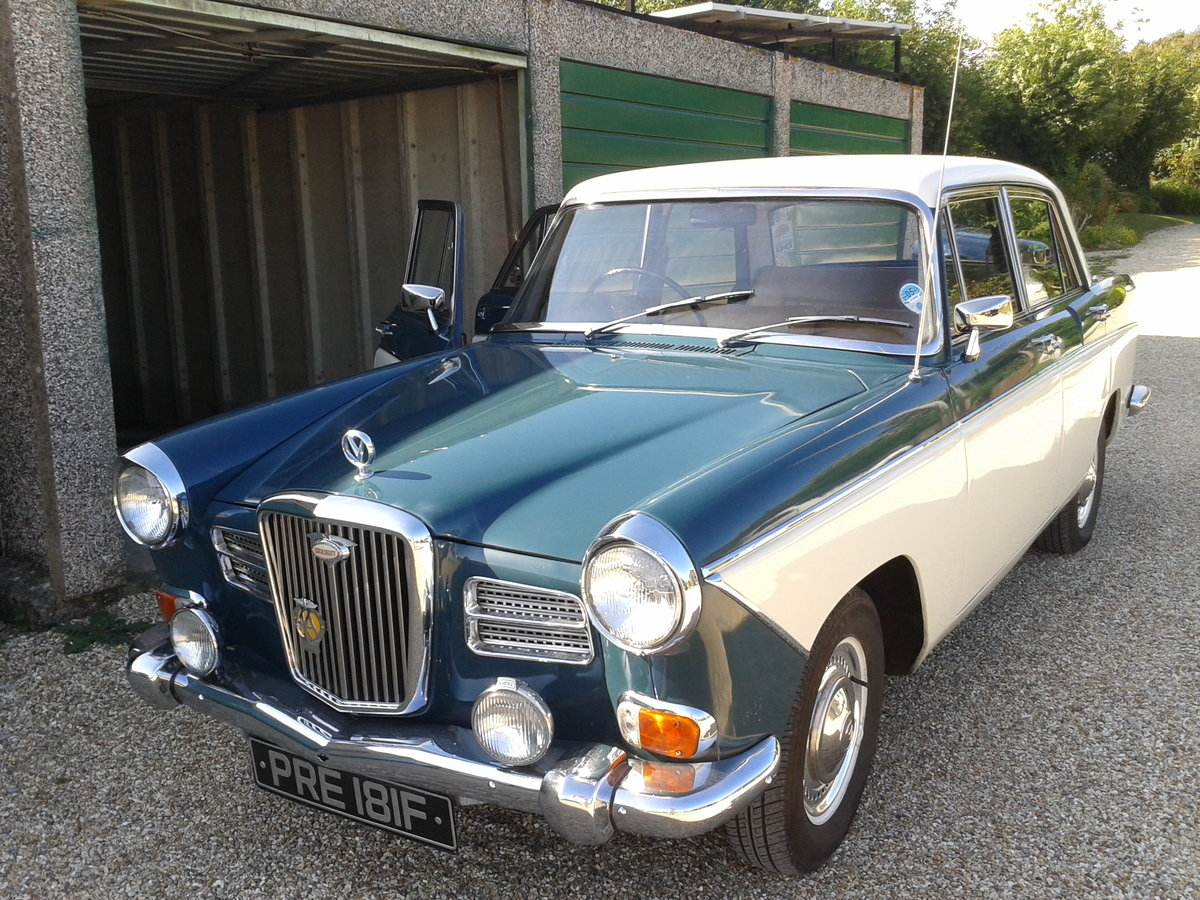 1968 Two-tone Wolseley 1660 SOLD (picture 1 of 6)