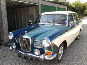 1968 Two-tone Wolseley 1660