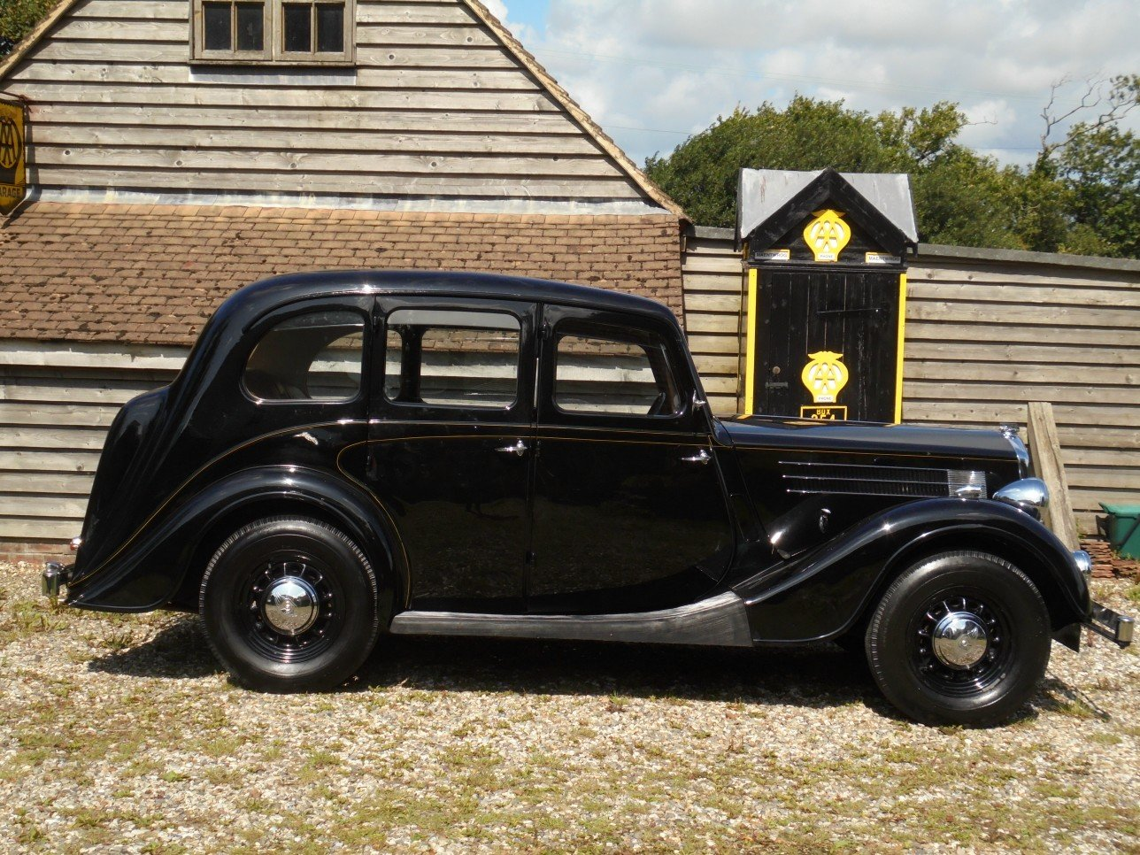 1948 Wolseley 14 / 60 H.P. Sliding Head Six Light Saloon. SOLD (picture 1 of 6)