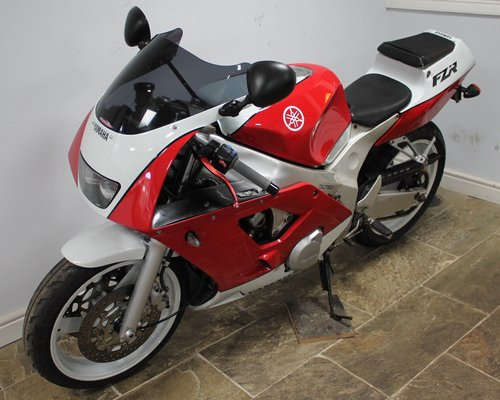 1990 Yamaha FZR 400 RR 3TJ  29,000 miles Excellent  SOLD (picture 6 of 6)