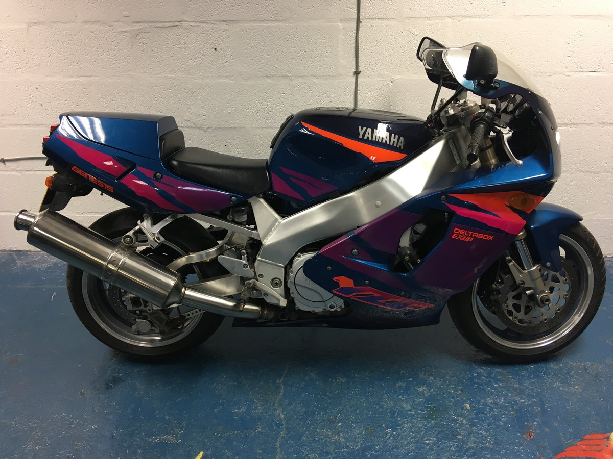 2001 YAMAHA YZF 750 R LOW MILES  For Sale (picture 1 of 6)