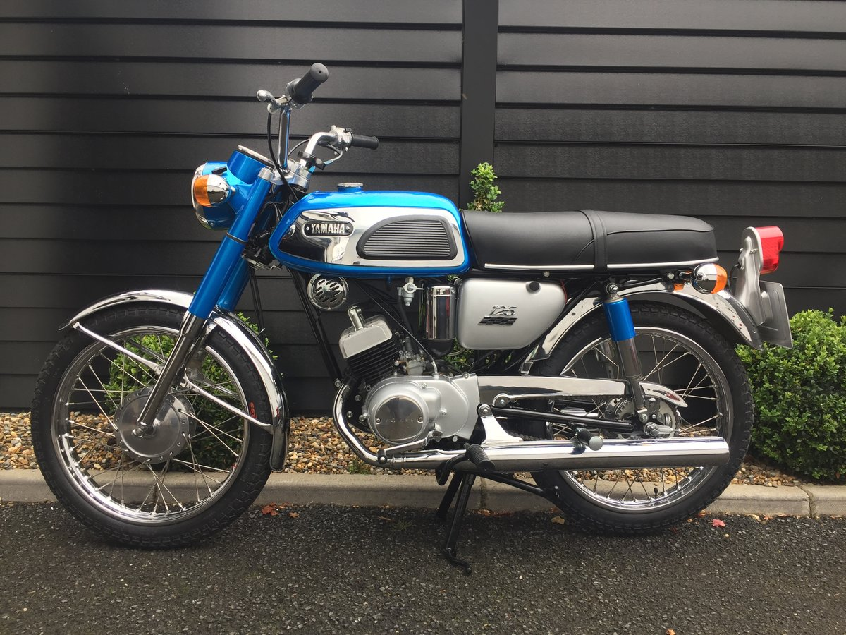 1969 YAS1 Immaculate Restoration 125cc 2 Stroke Twin For Sale (picture 1 of 6)