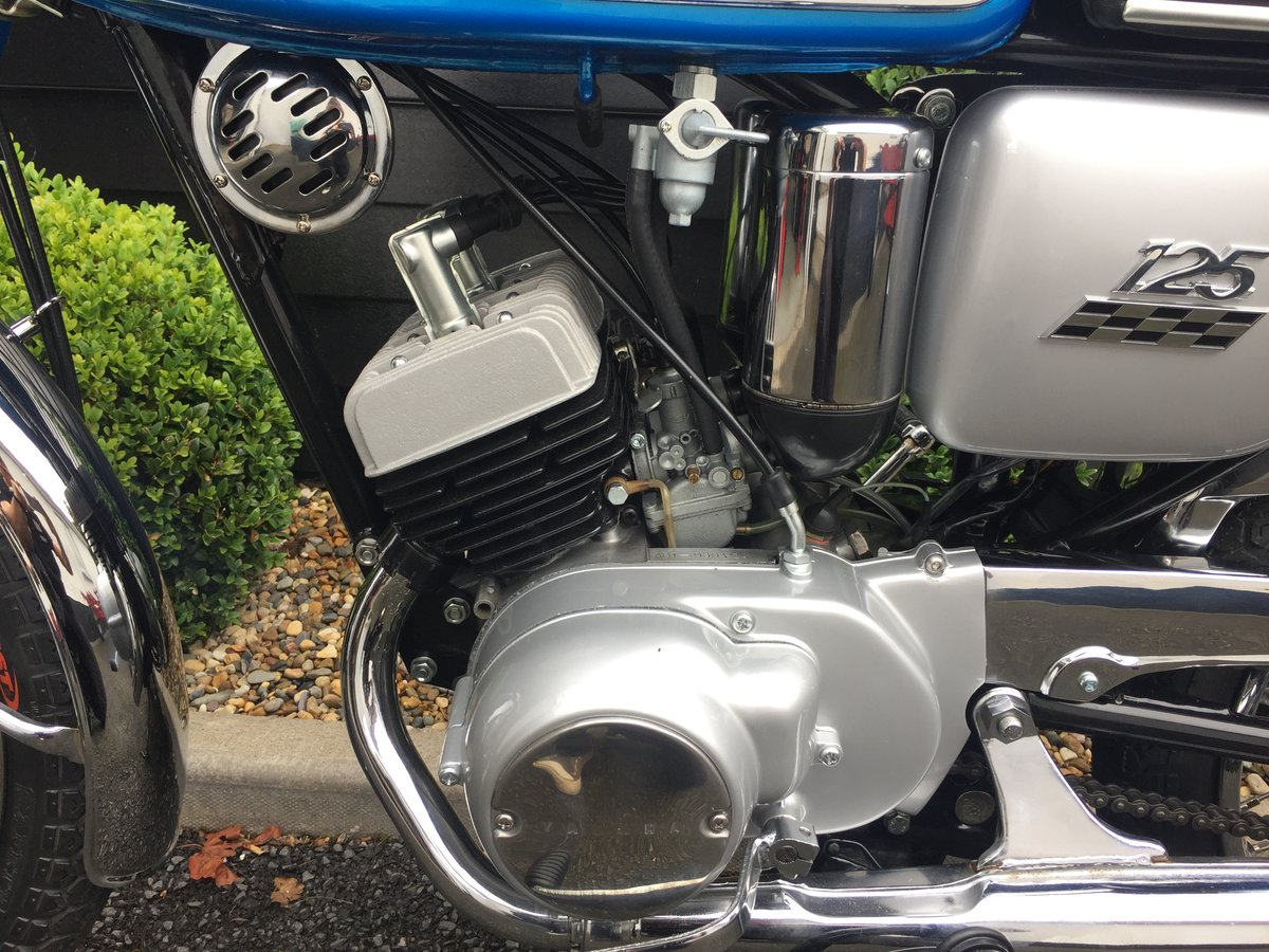 1969 YAS1 Immaculate Restoration 125cc 2 Stroke Twin For Sale (picture 2 of 6)