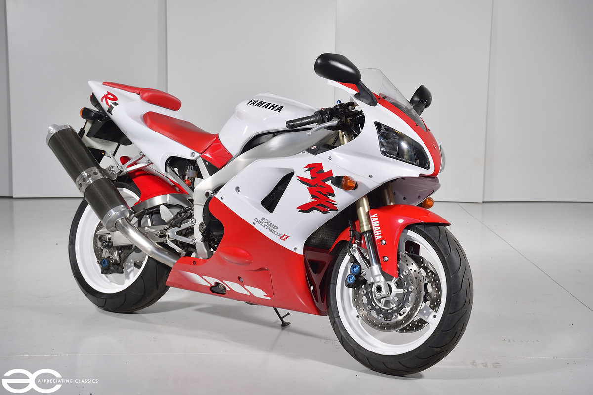 1998 Yamaha YZF R1 - Red & White - 15k Miles For Sale (picture 1 of 6)