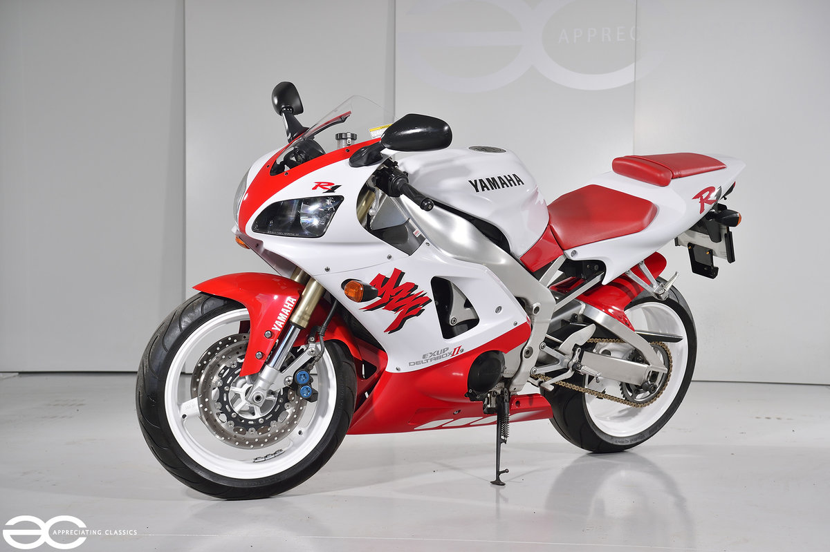 1998 Yamaha YZF R1 - Red & White - 15k Miles For Sale (picture 2 of 6)