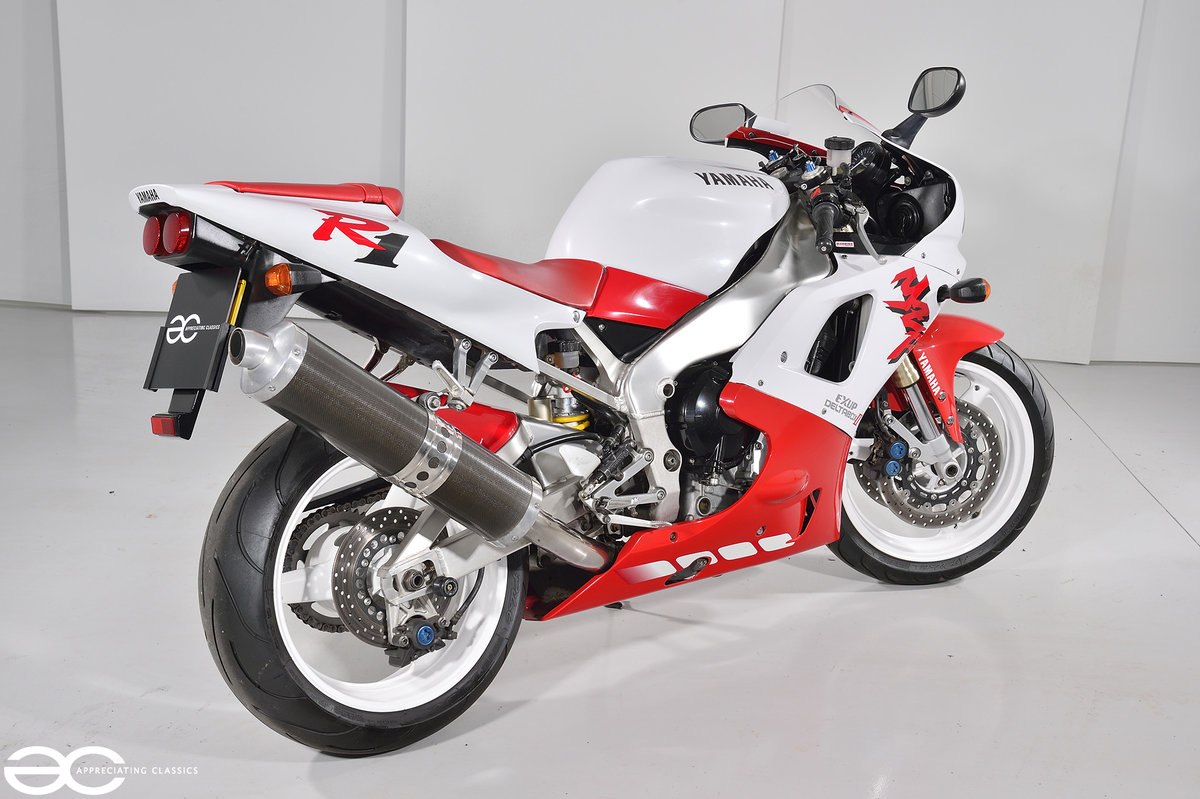 1998 Yamaha YZF R1 - Red & White - 15k Miles For Sale (picture 3 of 6)