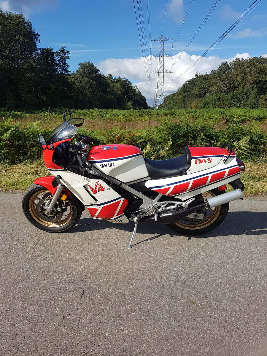 1985 Yamaha RZ500 For Sale (picture 2 of 6)