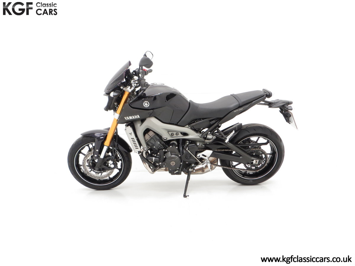 2016 A Stunning Yamaha MT-09 Triple with Just 2,205 Miles For Sale (picture 3 of 6)