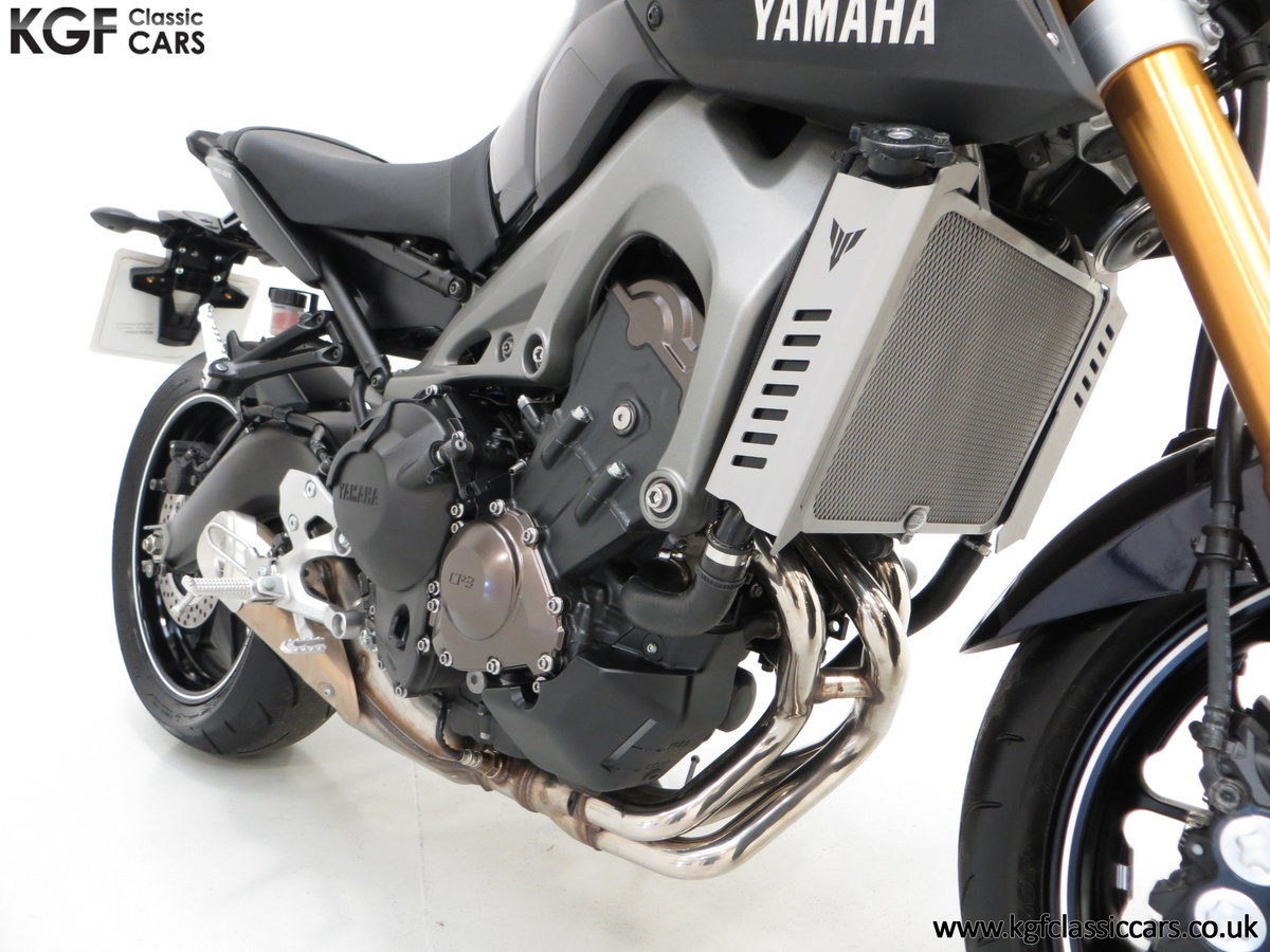 2016 A Stunning Yamaha MT-09 Triple with Just 2,205 Miles For Sale (picture 6 of 6)