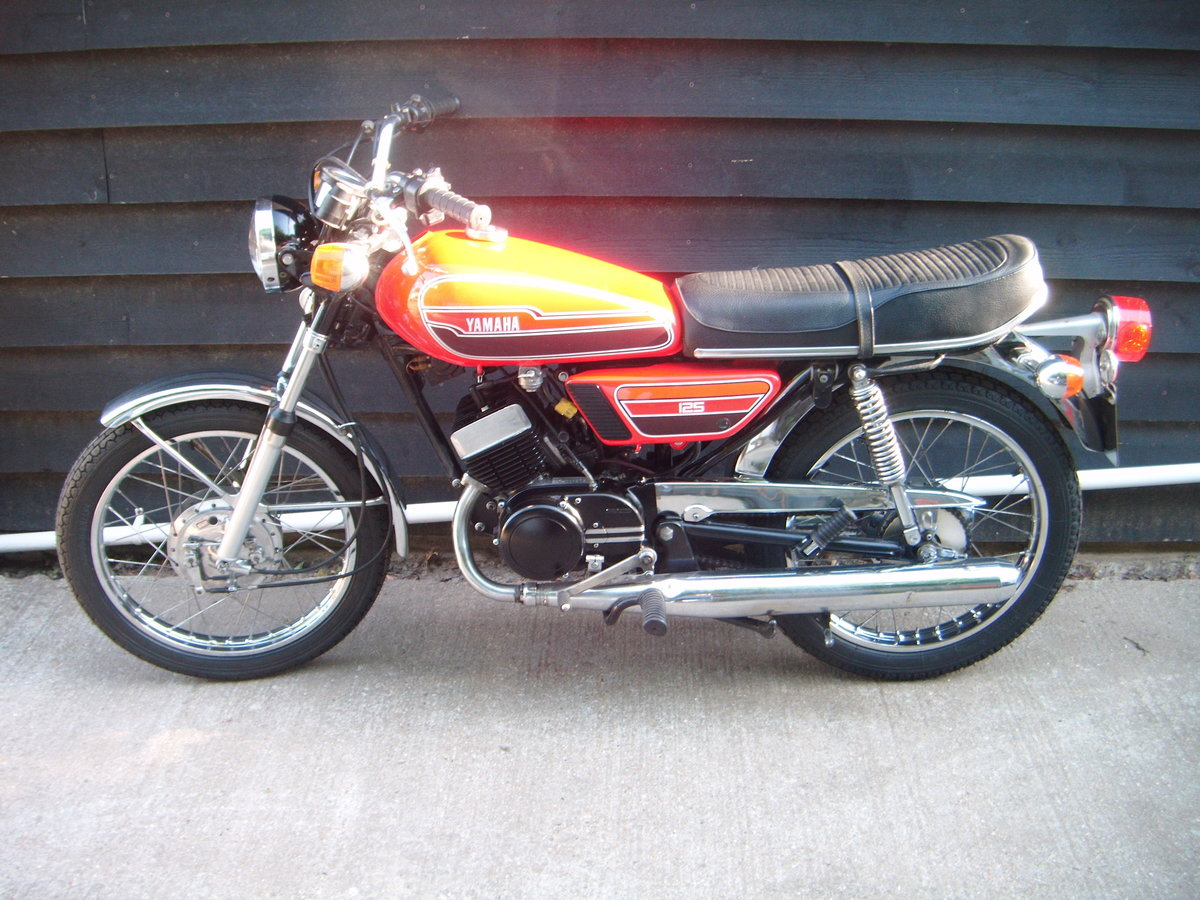 1976 YAMAHA RD125  For Sale (picture 1 of 6)