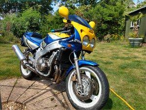 Early (F) Yamaha FZR600 3HE Blue/Yellow Retro