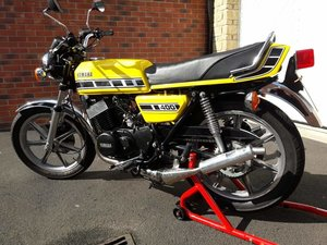 Yamaha RD400 D UK spec