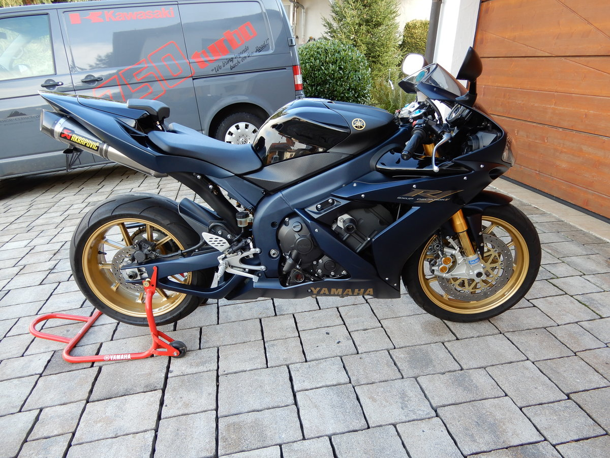 Yamaha R1 SP 2006 ltd One of 500 worldwide just 7.690 Miles For Sale (picture 1 of 6)