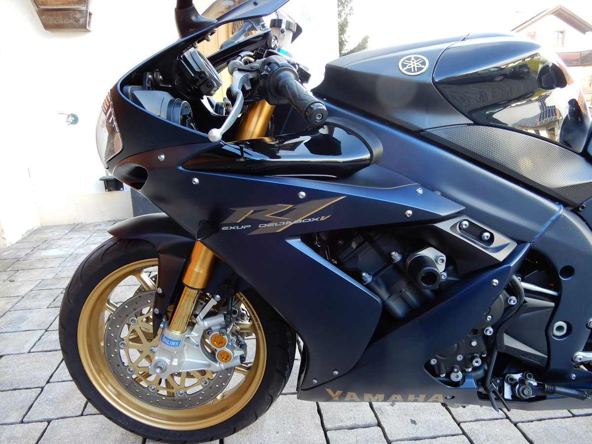 Yamaha R1 SP 2006 ltd One of 500 worldwide just 7.690 Miles For Sale (picture 6 of 6)