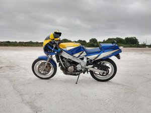 Early (F) Yamaha FZR600 3HE Blue/Yellow Retro