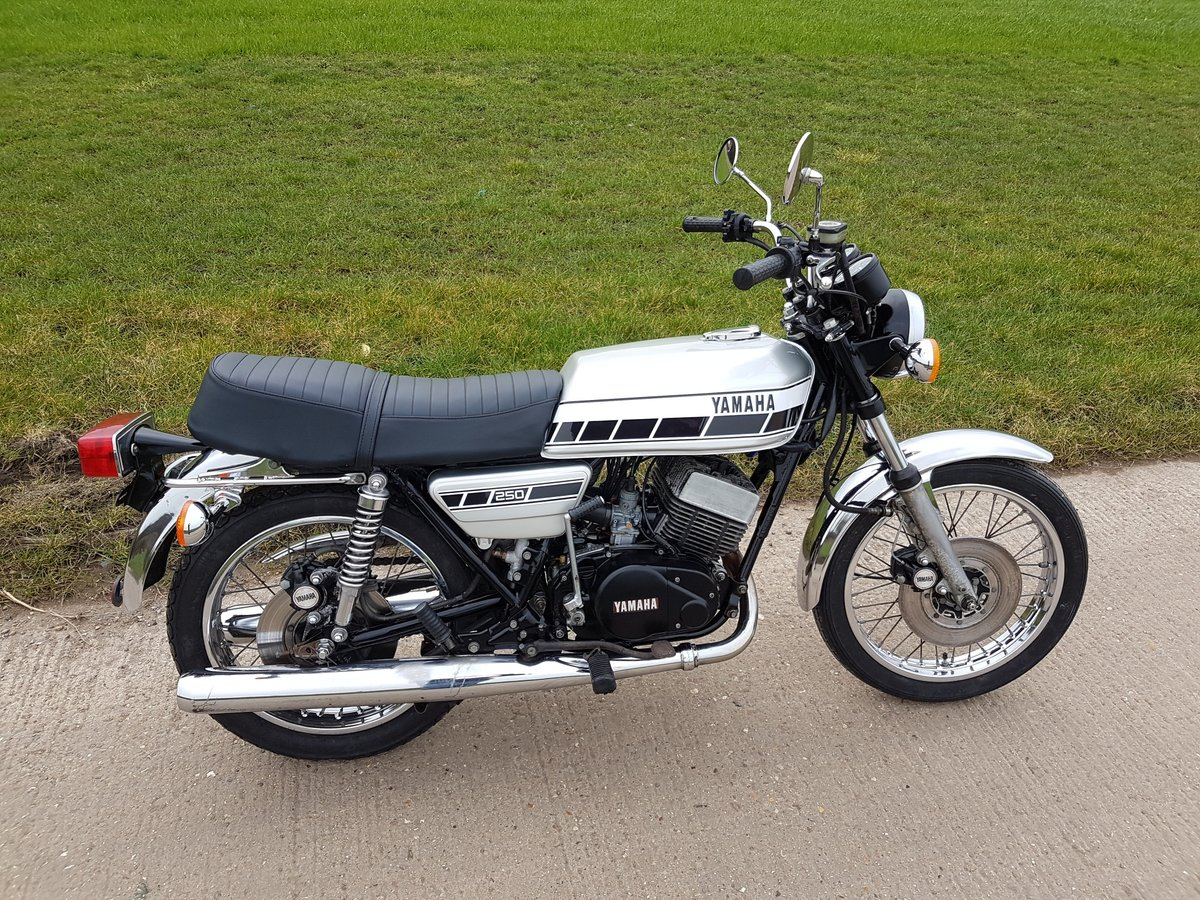 1976 Yamaha RD250C Rare wire wheel with rear disc model For Sale (picture 1 of 8)