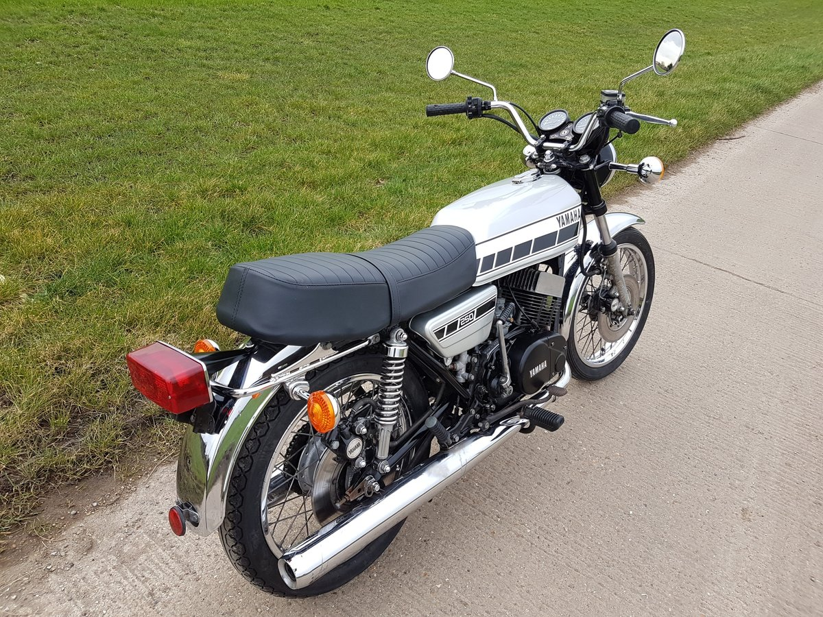 1976 Yamaha RD250C Rare wire wheel with rear disc model For Sale (picture 2 of 8)