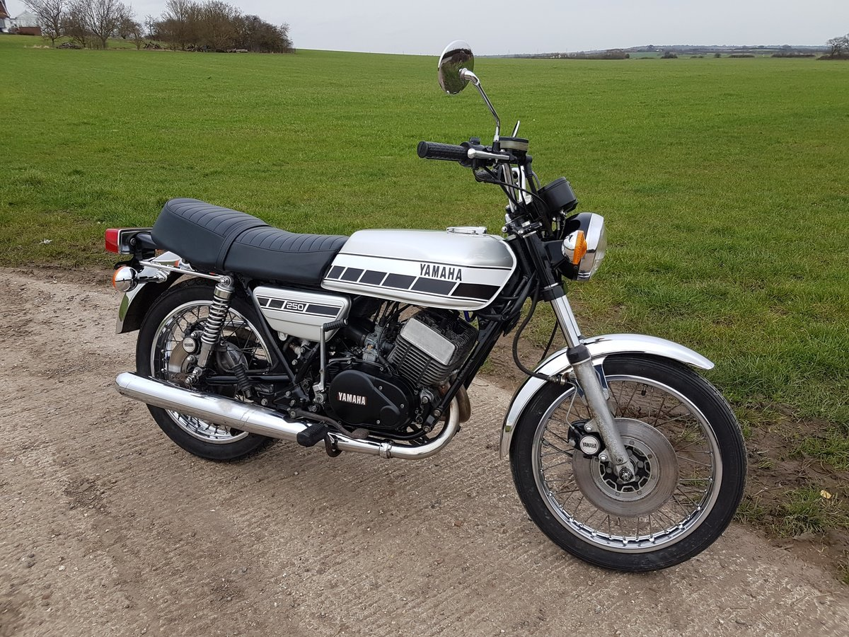 1976 Yamaha RD250C Rare wire wheel with rear disc model For Sale (picture 4 of 8)