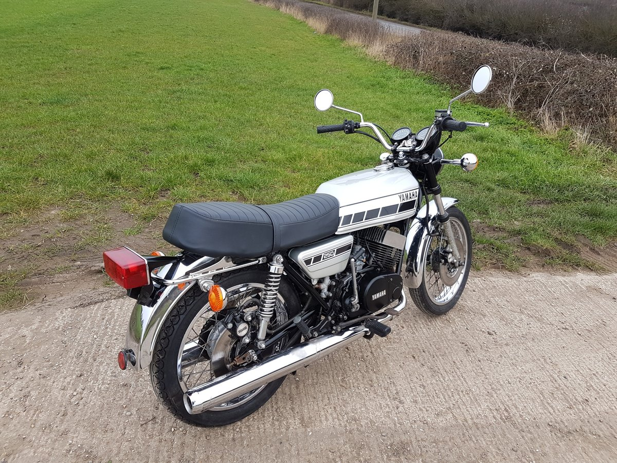 1976 Yamaha RD250C Rare wire wheel with rear disc model For Sale (picture 5 of 8)