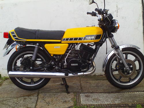1980 YAMAHA RD250 F SOLD (picture 1 of 5)