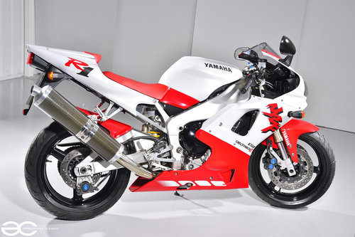 1998 Beautiful Original Yamaha R1 with only 7K Miles SOLD (picture 3 of 6)