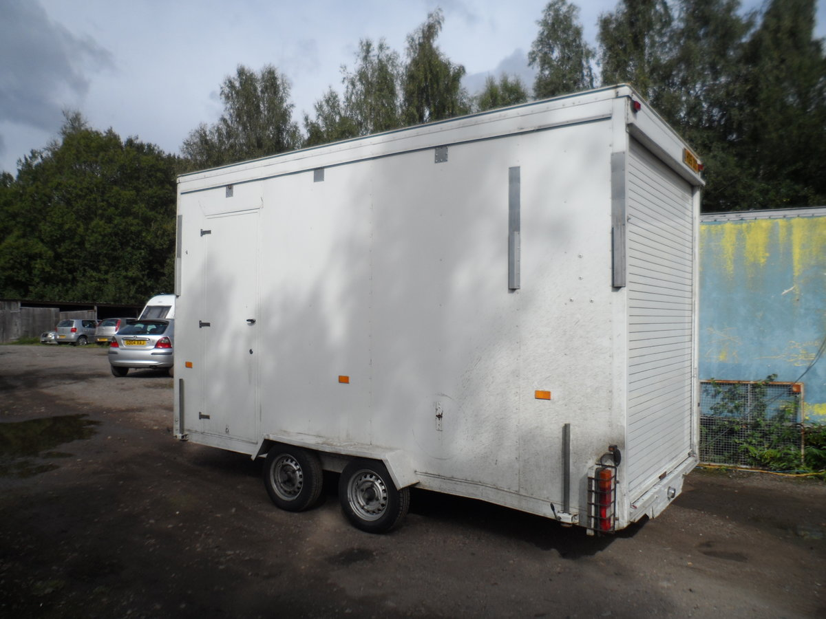 2000 TALL TOW A VAN / WORK SHOP 6 METRE LONG INC A BAR SIDE DOOR For Sale (picture 1 of 6)