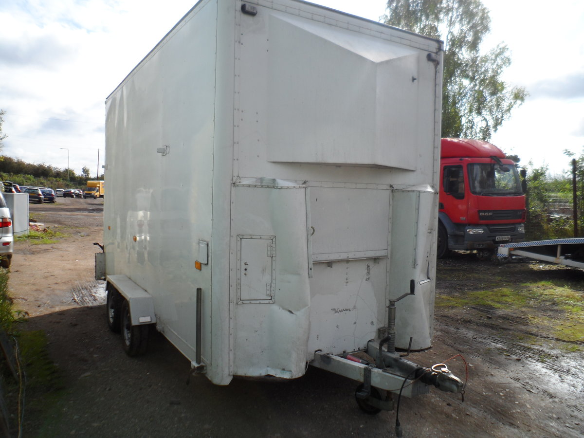 2000 TALL TOW A VAN / WORK SHOP 6 METRE LONG INC A BAR SIDE DOOR For Sale (picture 4 of 6)