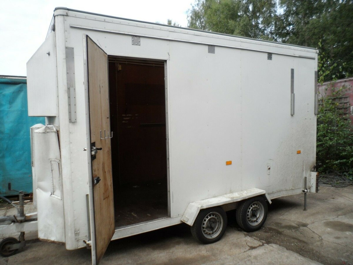 2000 TALL TOW A VAN / WORK SHOP 6 METRE LONG INC A BAR SIDE DOOR For Sale (picture 5 of 6)
