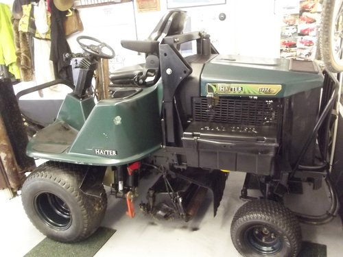 HAYTER LT324 4WD 3 GANG DIESEL RIDE ON MOWER 2002 SOLD (picture 5 of 6)