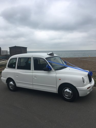 2002 White London Taxi For Hire (picture 4 of 6)
