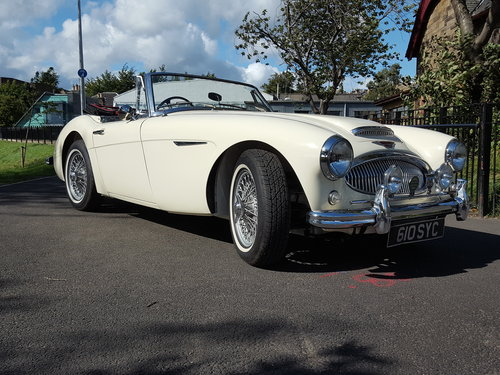 1963 Austin Healey 3000 Mk2 BJ7  in Old English White For Sale (picture 2 of 6)