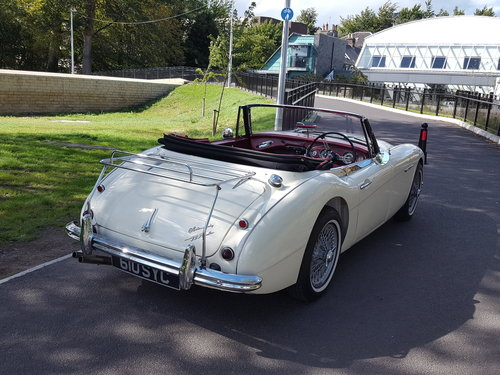 1963 Austin Healey 3000 Mk2 BJ7  in Old English White For Sale (picture 4 of 6)