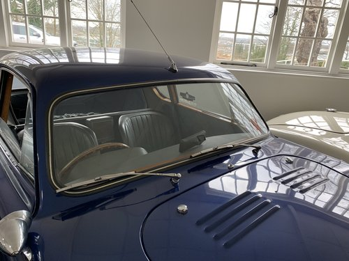 1950 AC Windscreens of New Manufacture (Greyhound,Aceca +3000 ME) For Sale (picture 1 of 6)