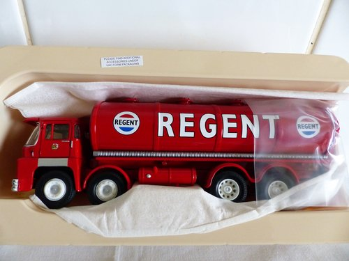GUY INVINCIBLE TANKER-REGENT OIL COMPANY 1:50 For Sale (picture 3 of 5)
