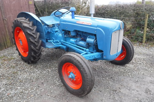 1961 FORDSON DEXTA READY TO ENJOY VINTAGE TRACTOR SEE VID DELIVER SOLD (picture 2 of 6)