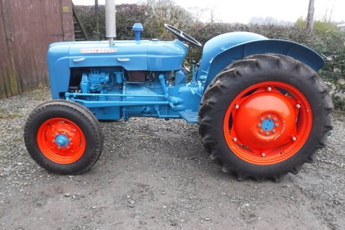 1961 FORDSON DEXTA READY TO ENJOY VINTAGE TRACTOR SEE VID DELIVER SOLD (picture 4 of 6)