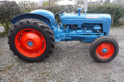 1961 FORDSON DEXTA READY TO ENJOY VINTAGE TRACTOR SEE VID DELIVER SOLD (picture 5 of 6)