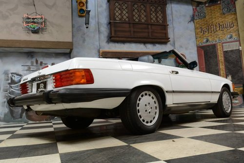 1988 Mercedes-Benz 560 SL Cabrio For Sale (picture 2 of 6)