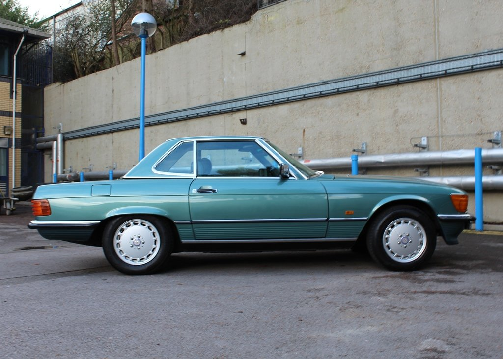 1987 Mercedes-Benz 300 SL Roadster SOLD by Auction (picture 4 of 6)