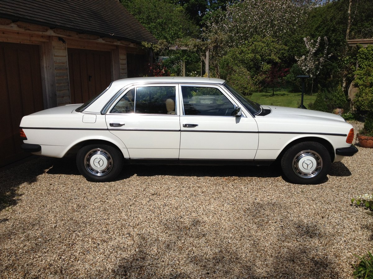 1983 Fabulous Merc 230E (W123)  For Sale (picture 1 of 6)