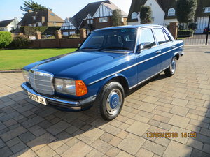 For sale 1985 mercedes-benz 230e (w123) For Sale