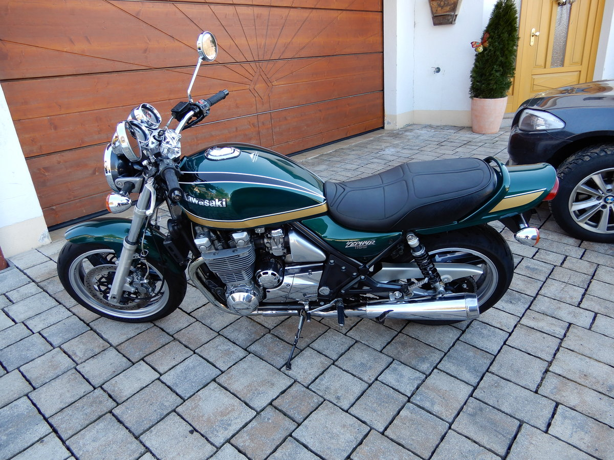 1994 Kawasaki Zephyr 1100 stunning colour and state LOOK SOLD (picture 4 of 6)