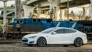 2015 Tesla Model S 60  = Electic Go Green + Loaded $44.9k For Sale