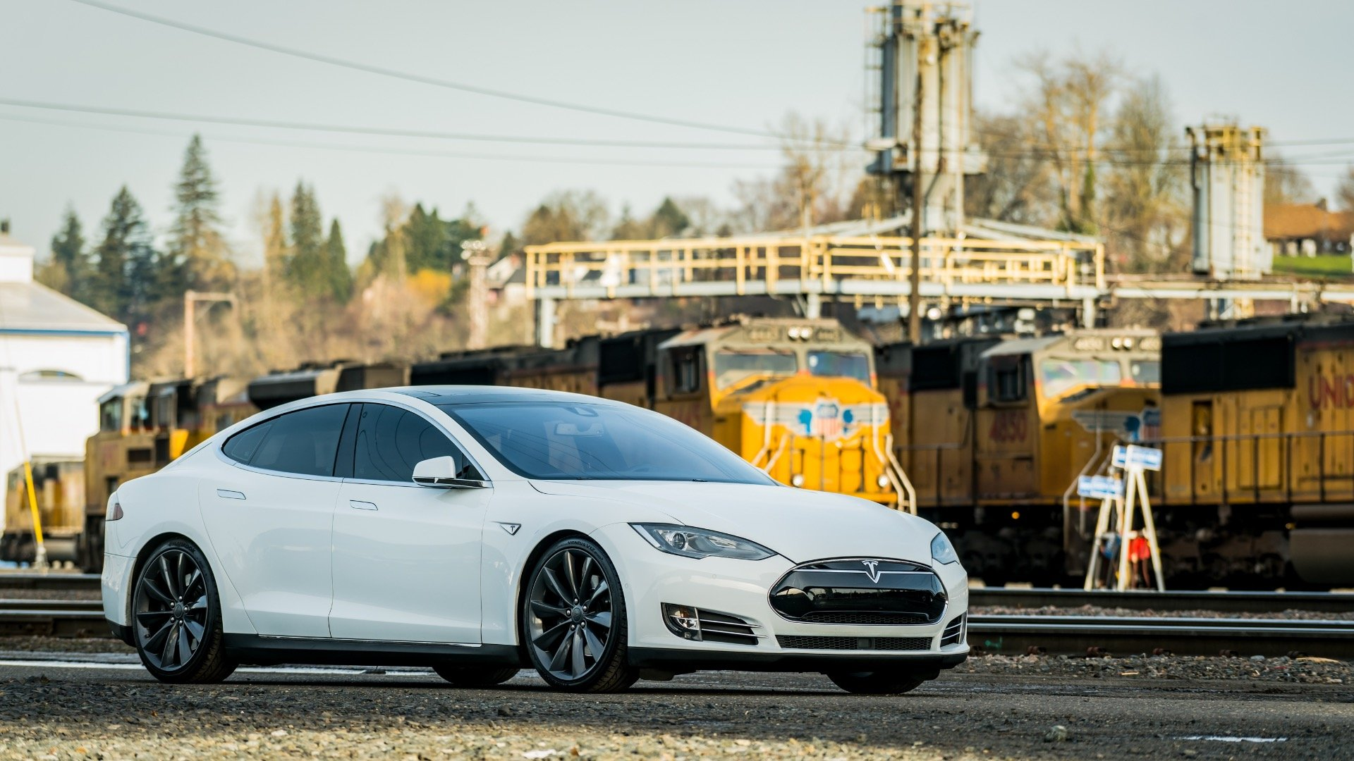 2015 Tesla Model S 60  = Electic Go Green + Loaded $44.9k For Sale (picture 2 of 6)