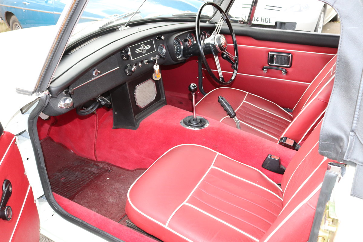 1969 MGC Ex Police Car SOLD (picture 4 of 6)